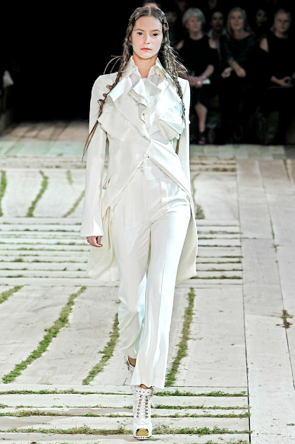 Alexander McQueen Spring 2011 Ready-to-Wear Collection