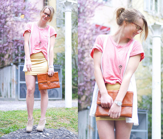 Elle ne fait pas que chanter  - Gold bodycon skirt, American Apparel, Clutch, Weeken, Basic tee, H&M, Suede heels, Zara, Lisa Dengler, Canada