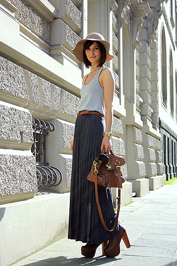 25042011  - Striped tank top, American Apparel, Belt , American Apparel, Pleated maxi skirt, Zara, Platform lace up boots, Weeken, Golestaneh, Germany