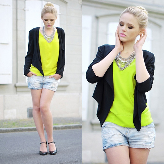 BLOCK POP - Kayture Blogspot  - Shirt, Zara, Blazer, H&M, Shorts, Weeken, Heels , Weeken, Kristina Bazan, Switzerland