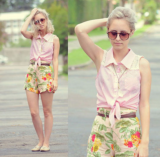 The Look l TUDOORNA . COM - Sleevesless Cropped Blouse from Apple Spicy, Weeken, Floral Shorts, Weeken, Roung Sunglasses, Zara, Julia Alcântara, Brazil