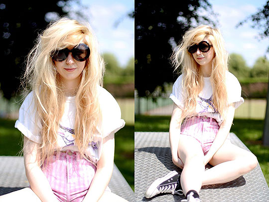 SUNGLASSES + STRIPY SHORTS - Tshirt, Weeken, Shorts, Topshop, Sunglasses, Weeken, Kayla Hadlington, United Kingdom