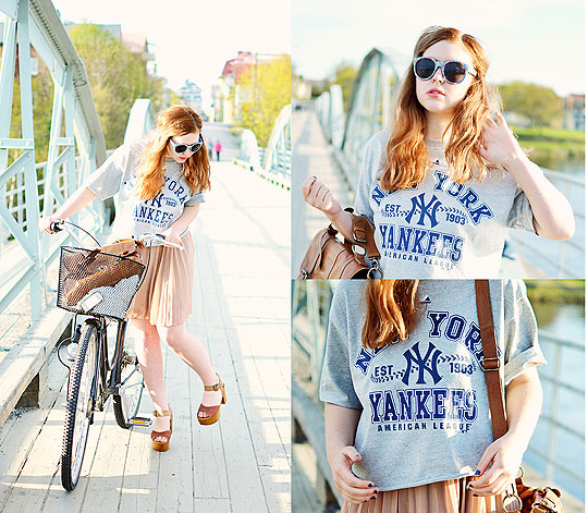 Biking is the new driving - Yankees Shirt, Weeken, Pleated skirt, Monki, Clogs, Weeken, Sunglasses, H&M, Amanda Brohman, Sweden