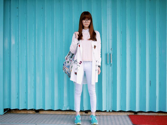 TOXIC BLUE - PINK SWEATER, WalkerShop, STICKER LONG SHIRT, WalkerShop, BABY BLUE SKINNY PANTS, WalkerShop, DENIM BACKPACK, LCK, MINT GREEN SNEAKERS, Sunny Day, WATCHES, Versace, Una Yeung, Hong Kong
